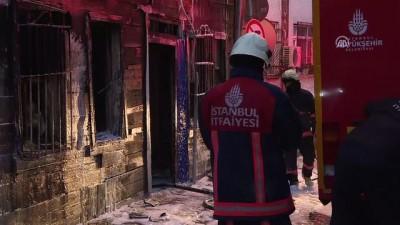Eyüpsultan'da iki katlı ahşap binada yangın - İSTANBUL