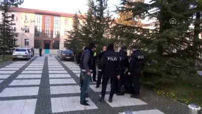 Elinde pompalı tüfekle polisten kaçan kişi yakalandı - ÇORUM
