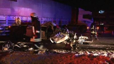 Otomobil U dönüşü yapan tıra çarptı: 1 ölü, 3 yaralı