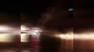 Alaçatı Port'ta yanan ilk teknenin görüntüleri ortaya çıktı