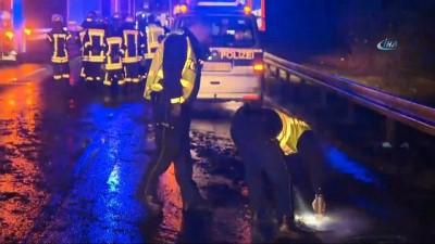 - Almanya'da Tır Polis Aracına Çarptı: 1 Ölü