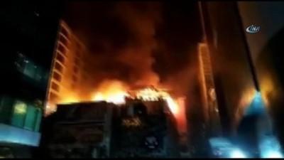 - Hindistan'da Çıkan Yangında 12 Kişi Hayatını Kaybetti
