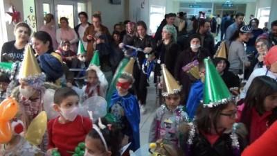 Lösemili çocuklardan horonlu yılbaşı kutlaması