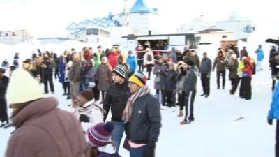 Uludağ'da Arap turistlerin karda safari izdihamı
