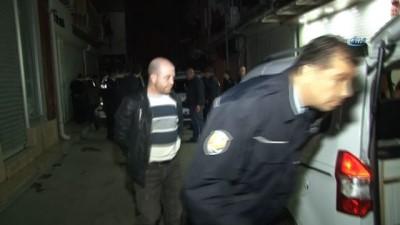 Hırsızlar suçüstü polislere yakalandı