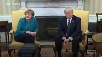 Trump Merkel'in elini sıkmadı