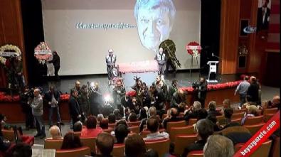 Halit Akçatepe için Caddebostan Kültür Merkezi'nde tören