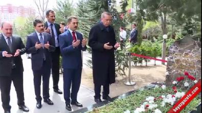 Cumhurbaşkanı Erdoğan'dan Türkeş'in mezarına sürpriz ziyaret