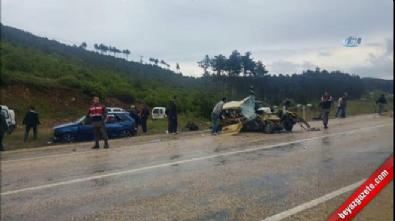 Bursa'da midibüs ile otomobil çarpıştı