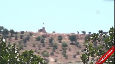 PYD'nin sınıra Suriye ve Rus bayrağı çekiyor