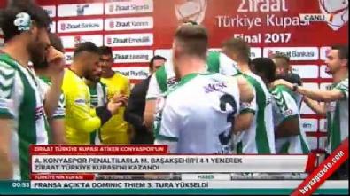 Futbolcular Kocaman'ın röportajına baskın yaptı