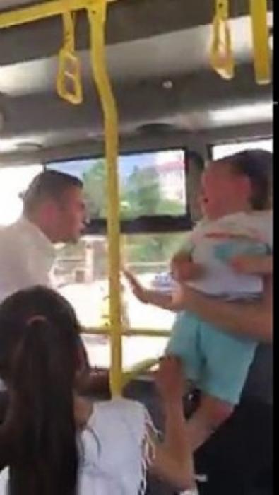 İETT otobüsü şoföründen, yavaş kullanmasını söyleyen kadın yolcuya saldırı