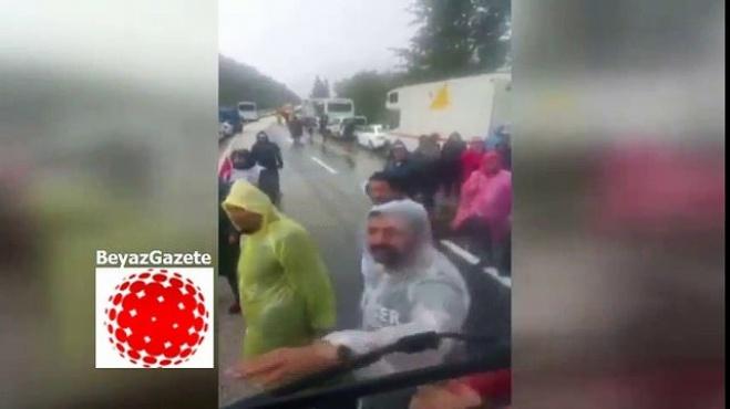 chp - CHP'liler Adalet yürüyüşünde kamyon şoförüne saldırdı!