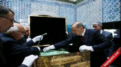 Cumhurbaşkanı Erdoğan, Hırka-ı Saadet'i ziyaret etti