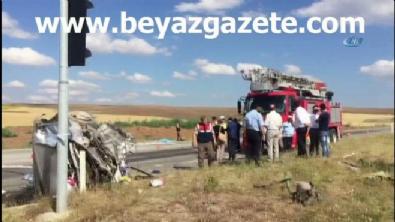 polis ekipleri - Çorum'da otobüs ile otomobil çarpıştı: 3 ölü, çok sayıda yaralı var