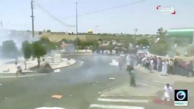 İsrail polisinden namaz kılan Filistinli'ye tekme