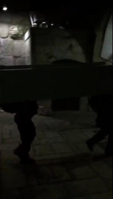 İsrail, Aksa'nın kapılarındaki dedektörleri kaldırıyor 2