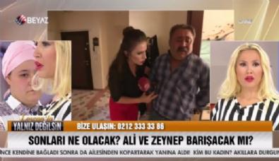 Kocası evden kaçan Zeynep'in babası canlı yayında fenalaştı!