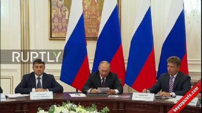 Putin kameralar önünde fırçaladı