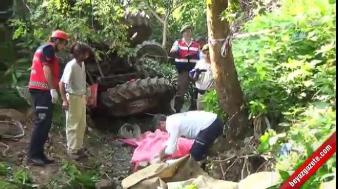 polis ekipleri - Fındık işçilerini taşıyan traktör dereye devrildi: 7 ölü, 10 yaralı