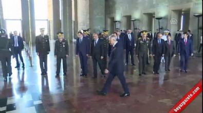 Başbakan Yıldırım'dan Anıtkabir'de fatiha