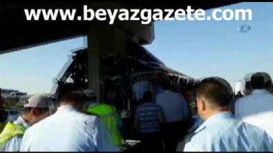 polis ekipleri - Ankara-Eskişehir karayolunda yolcu otobüsü kaza yaptı: 5 ölü