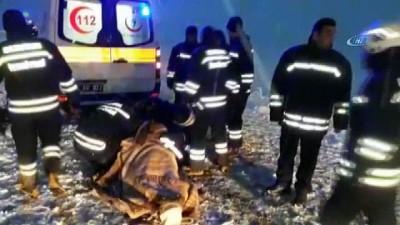İran plakalı yolcu otobüsü devrildi: 18 yaralı