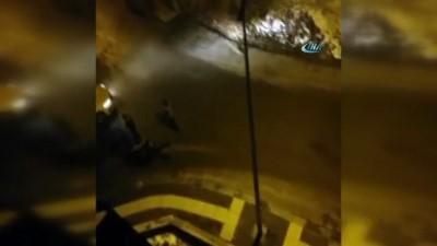 Oto teyp hırsızlarına mahalleliden linç girişimi kamerada