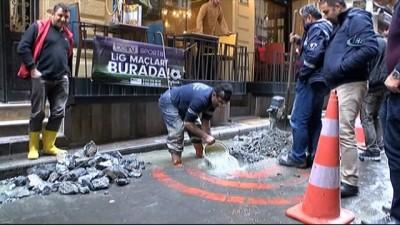 - Beyoğlu'nda 17 yıllık sinemayı su bastı, esnaf isyan etti - Üst katta film izleyen seyirciler tahliye edildi - Sinemanın sahibi 200 bin liralık zararı olduğunu söyledi