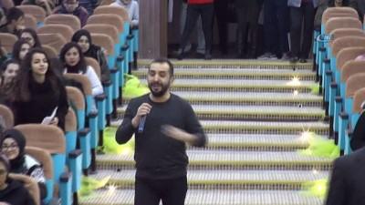 Şarkıcı Ersan Er öğrencilerle buluştu