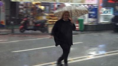 Antalya'da sağanak yağış devam ediyor