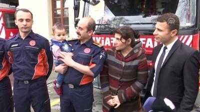 Başını darbukaya sıkıştıran küçük Bünyamin, gönüllü itfaiyeci ilan edildi - İSTANBUL