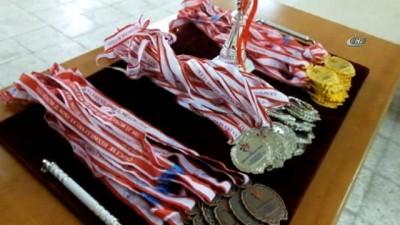 Burhaniye'de Halter İl Şampiyonası yapıldı