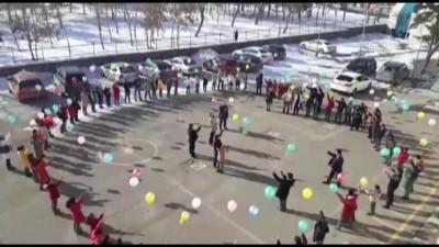 'Kötü sözleri' balonlarla hayatlarından çıkardılar - ERZURUM