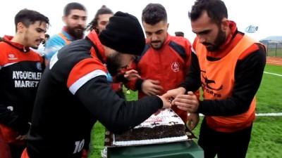 Bigadiç Belediyesporlu futbolcuya Brezilya usulü kutlama