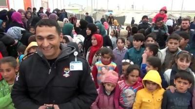 İş adamından sığınmacı çocuklara giysi yardımı - MARDİN