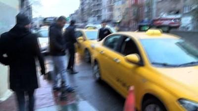 Beyoğlu'nda silahlı çatışma... Kurşunlar taksiye ve belediye otobüsüne isabet etti