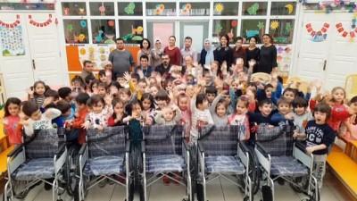 Minik öğrenciler harçlıklarıyla engellileri sevindirdi
