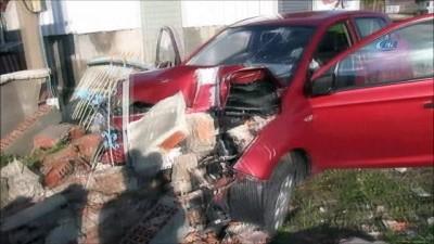 Araçta kalp krizi geçiren kişi duvara çarptı:1 ölü