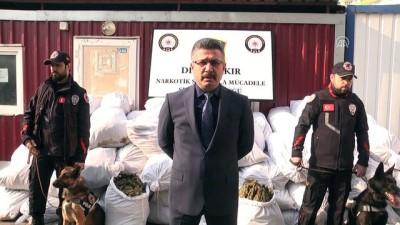 Diyarbakır'da 1 ton 30 kilogram esrar ele geçirildi