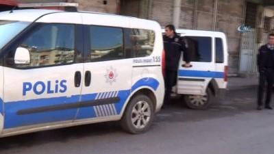 Harabe binadaki yaralı Suriyeli 'terörist' paniğine neden oldu