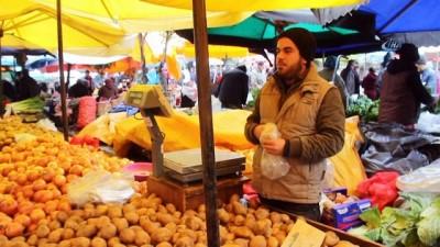 Kurtlar Vadisi müziğiyle patates satan Iraklı pazarcı