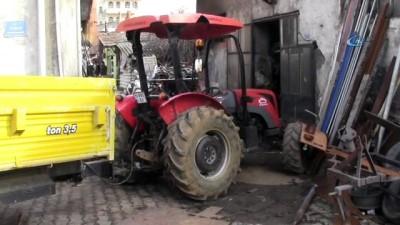 Üzerine çıkmadan çalıştırdığı traktörün altında kalarak can verdi