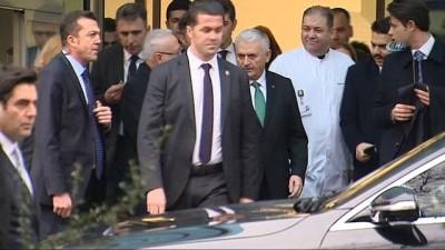 Başbakan Yıldırım, Balıkesir Milletvekili Mahmut Poyrazlı'nın eşini hastanede ziyaret etti