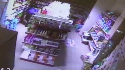 Hırsızların rahat tavırları kameralara böyle yansıdı