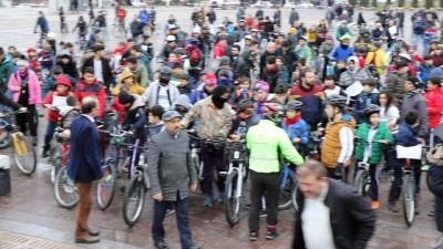 Öğrenciler Karabükspor için pedal çevirdi