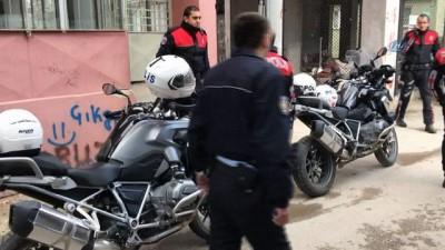 Bursa'da kadın cinayeti...3 çocuk annesi kadın 6 yerinden bıçaklanarak öldürüldü