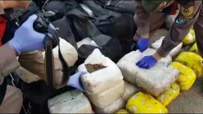 yurt disi -  Çanakkale'de deniz kıyısında bin 500 kilogram esrar ele geçirildi