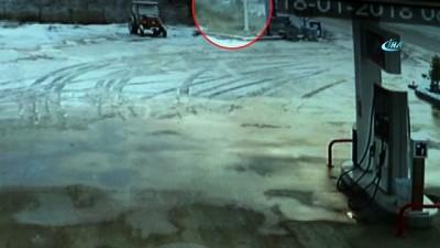 Denizli-Muğla karayolunda kaza...3 kişinin yaralandığı kaza kamerada