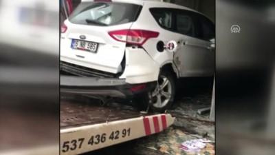 Kaza yapan otomobil restorana girdi - BURDUR